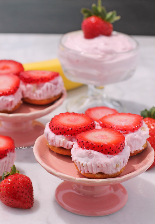 Strawberry Banana Frozen Yogurt Bites