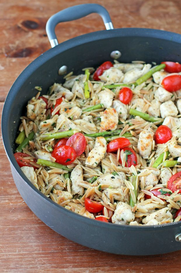 Lemon Chicken Orzo with Tomatoes and Asparagus | Eat Yourself Skinny
