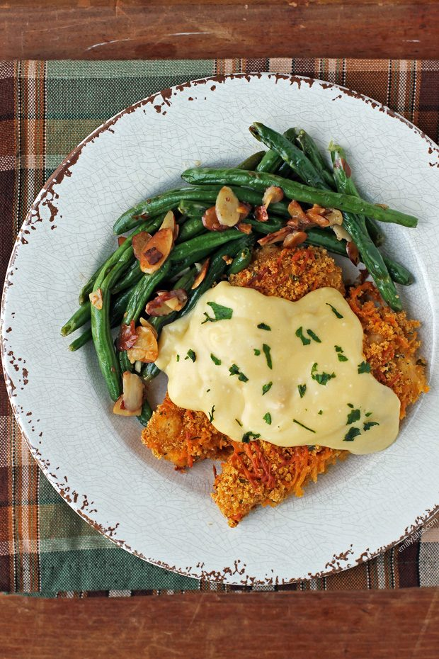 Crispy Cheddar Chicken with Creamy Sauce