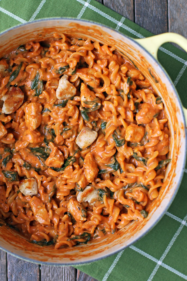 One Pot Creamy Tomato Pasta With Chicken And Spinach Emily Bites